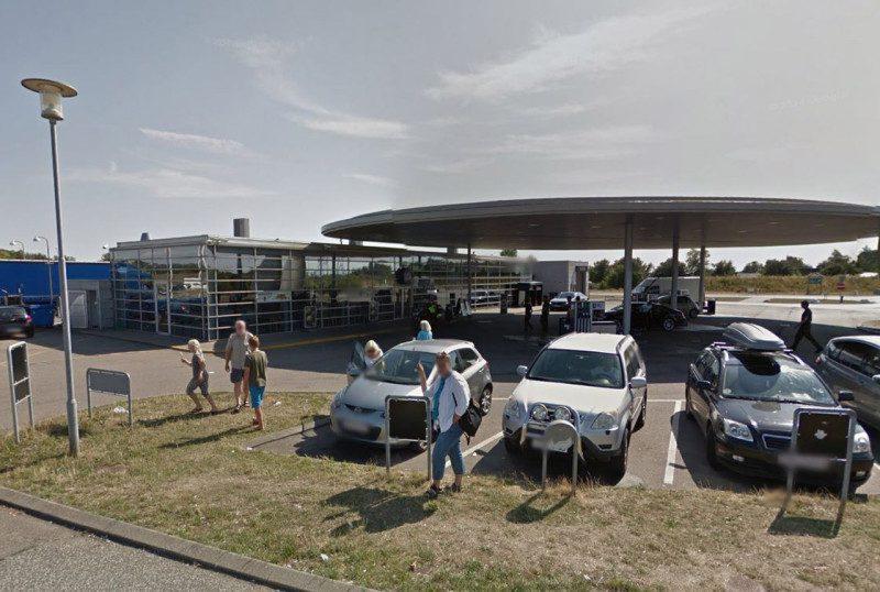 Det var i baglokalet på butikken her på Storebæltsvej i Korsør, at røveriet fandt sted fredag aften. Illustration Google Maps.