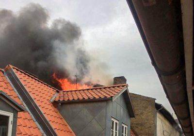 Voldsom brand hærger biograf i Nakskov