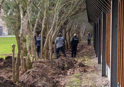Politiet undersøgte muligt spor med hunde og skovle
