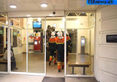 Mand-ville-springe-ud-fra-bro-ved-Korsoer-Station.001