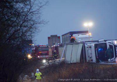 Grisetransport væltede på vestmotorvejen ved Korsør.