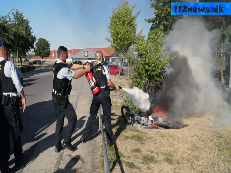 Brand i knallert ved Stram Kurs demonstration i Korsør