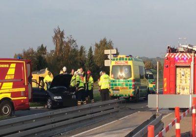 Lastbil og personbil stødte sammen ved Vemmelev.
