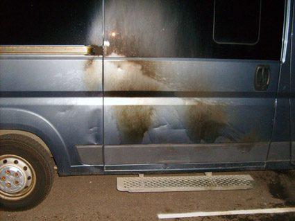 Molotovcocktail kastet mod minibus på Motalavej i Korsør