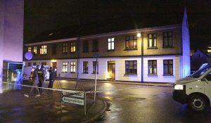 Mand fundet knivdræbt i lejlighed i Holbæk.
