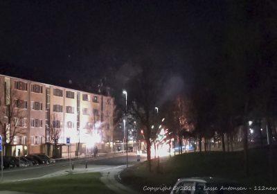 Fyrværkeri skudt efter politi og brandvæsen på Motalavej i Korsør.
