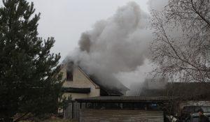 Mand indebrændt i kraftigt villabrand ved Grevinge