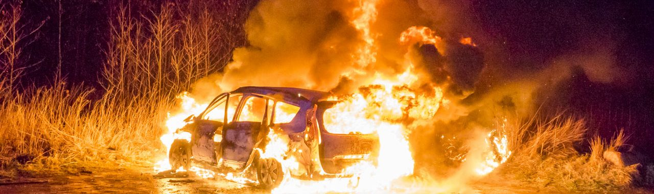 Voldsom bilbrand ved Højbjerg Hundeskov i Korsør