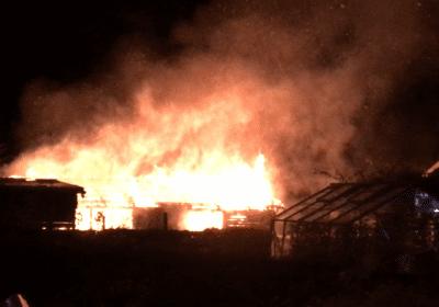 Voldsom brand i kolonihavehus i Korsør